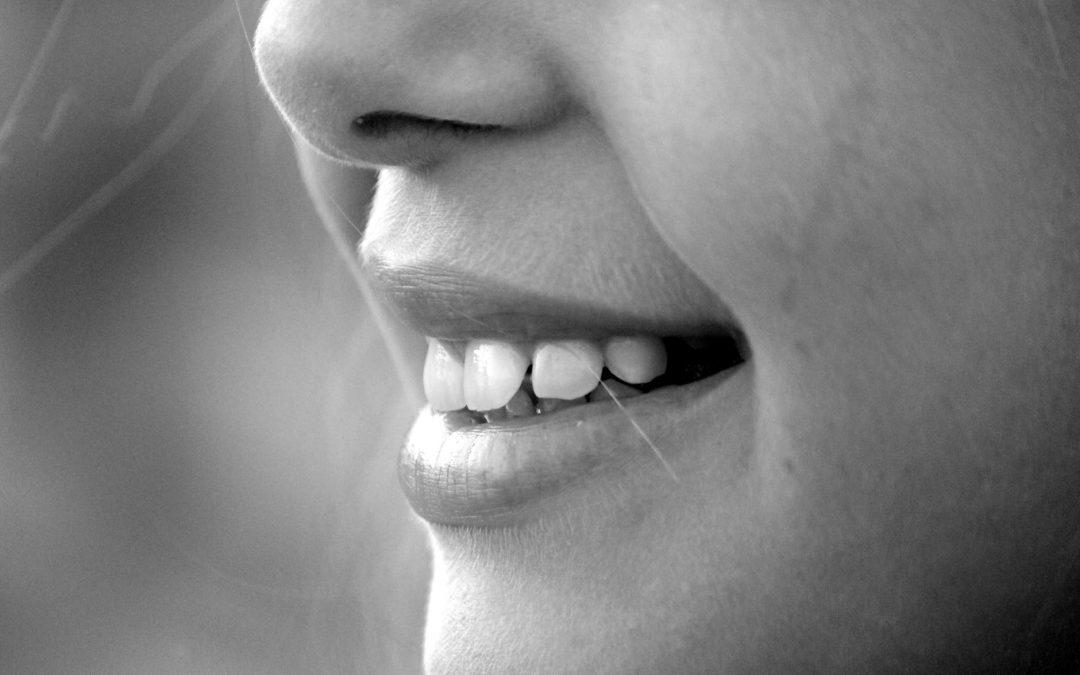 Differences between Porcelain Veneers and Dental Crowns
